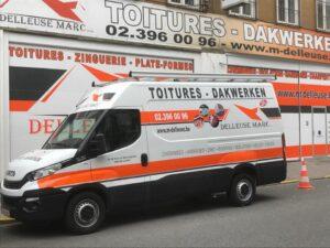 Camionnette de l'entreprise de toiture Delleuse Marc Toitures